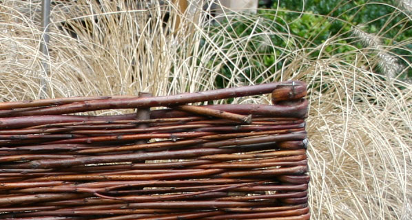 erntedank beeteinfassung aus weide sichtschutz bzw sichtschutzelemente aus bambus finden sie. Black Bedroom Furniture Sets. Home Design Ideas