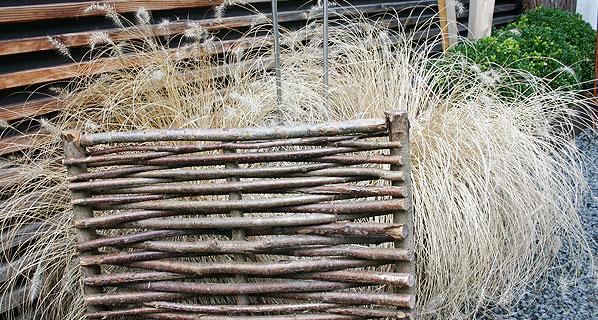 erntegl ck beeteinfassung aus weide sichtschutz bzw sichtschutzelemente aus bambus finden sie. Black Bedroom Furniture Sets. Home Design Ideas