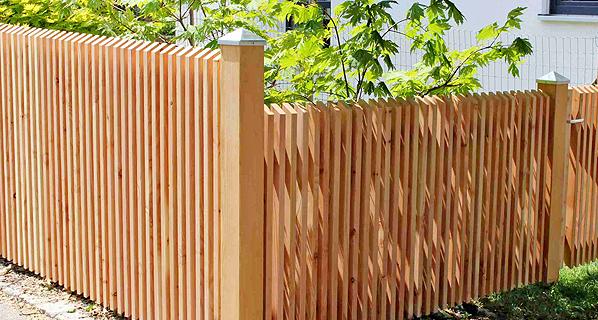 elementzaun sichtschutz e ve tore und systempfosten aus l rche zaunfabrik natur im schwarzwald. Black Bedroom Furniture Sets. Home Design Ideas