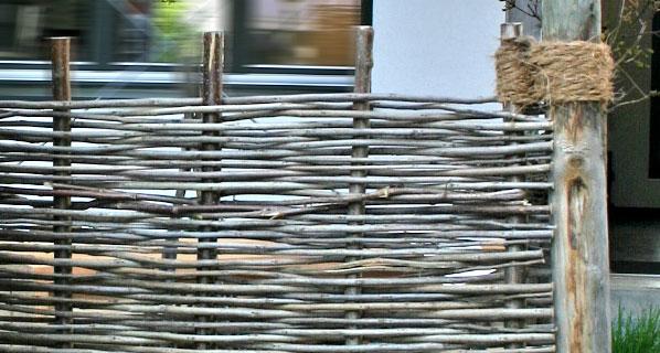 platzhirsch sichtschutz aus robinie scheinakazie sichtschutz bzw sichtschutzelemente aus. Black Bedroom Furniture Sets. Home Design Ideas