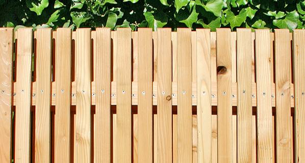 sichtschutz s v sichtschutz tore und pfosten aus l rchenholz zaunfabrik natur ihr partner. Black Bedroom Furniture Sets. Home Design Ideas